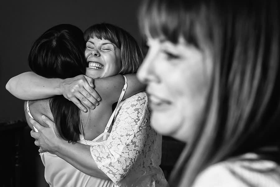 Loire valley wedding photographer - hug